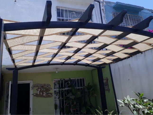 Malla sombra en patio en Tijuana