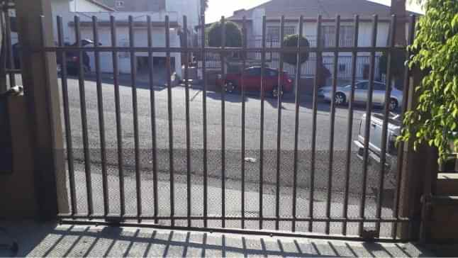 Malla sombra en cerco en Tijuana