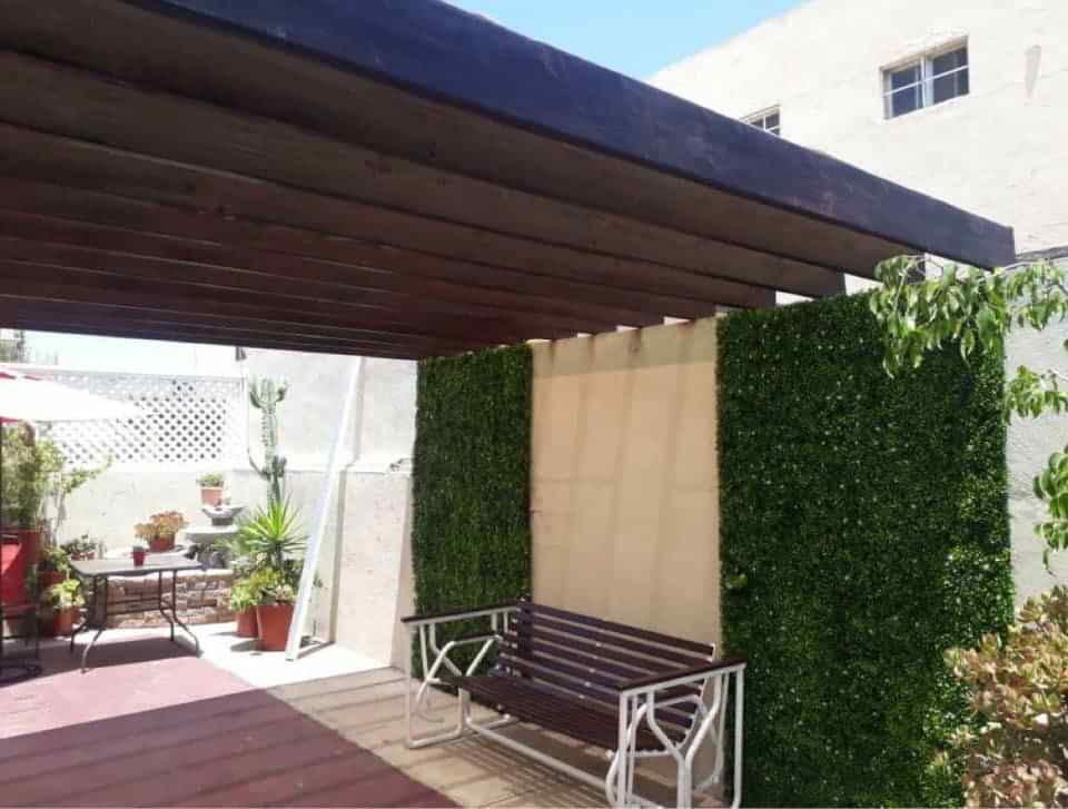 Pérgolas de madera en Tijuana para jardín diseñada para una casa habitación