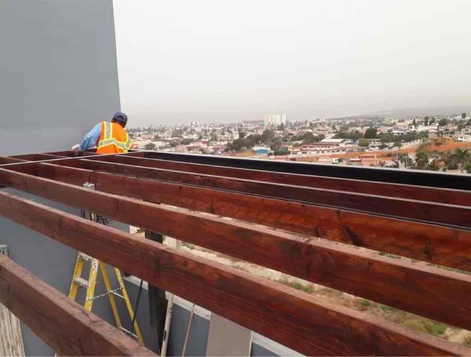 Pérgolas de madera en Tijuana para una casa con terraza